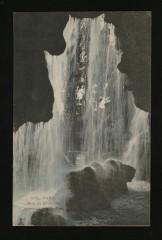 Le Bois de Boulogne - Intérieur de la Grotte - Paris 16e