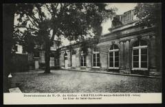 Dominicaines de N.-D. de Grâce - La Cour du Saint-Sacrement - Châtillon