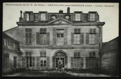 Dominicaines de N.-D. de Grâce - La Cour d'honneur - Châtillon