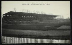 Le Stade olympique : Une Tribune - Colombes