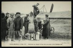 Paris-Madrid, 21 Mai 1911 - Védrines au départ d'Issy fait son plein d'automobiline - Paris 15e