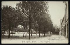 Lycée Lakanal - La Cour des grands - Sceaux