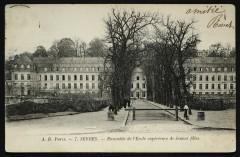 Ensemble de l'Ecole supérieure de Jeunes filles - Sèvres