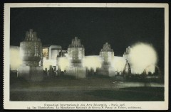 Exposition Internationale des Arts Décoratifs - Paris 1925 - Les illuminations. La Manufacture Nationle de Sèvres (P. Patout et Ventre, architecte). - Sèvres