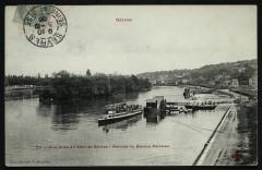 Vue prise du Pont de Sèvres - Arrivée du Bateau Parisien - Sèvres