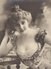 Amélie Diéterle (1871-1941) carte postale (A10)