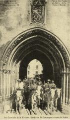 Avignon Nacioun Gardiano à l'entrée du palais des papes - Avignon