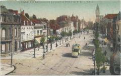 Calais Le Boulevard Jacquard et l'Hotel de Ville - Calais