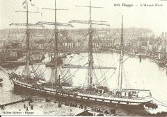 Voilier dans l'avant-port de Dieppe - Dieppe