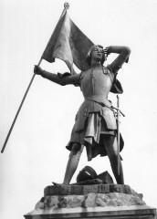 Statue de Jeanne d'Arc Place du martroi Jargeau - Jargeau