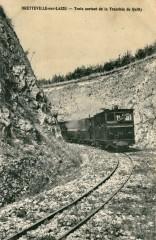 Train sortant de la tranchée de Quilly - Bretteville-sur-Laize