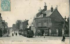 La Place du Calvaire et la Rue Launay - Pont-l'Évêque