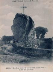 Cléder Menhir christianisé - Cléder