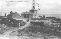 Corps de garde, sémaphore et menhir à Beg Meil - Fouesnant