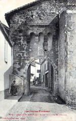 Monléon-Magnoac Carte postale de la Porte fortifiée - Monléon-Magnoac