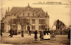 E.D. Boulogne-sur-Mer La Statue de Frederic Sauvage t la Poste - Boulogne-sur-Mer