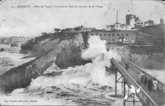 Biarritz-Effet de vague à l'entrée du pont du Rocher de la Vierge-Pacault 54 - Biarritz
