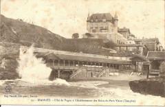 Effet de vague à l'établissement des bains du Port Vieux de Biarritz - Biarritz