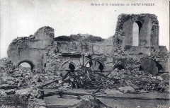 Intérieur en ruine de la cathédrale de Saint-Pierre