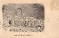 Maître-autel dans les ruines du choeur de la cathédrale de Saint-Pierre