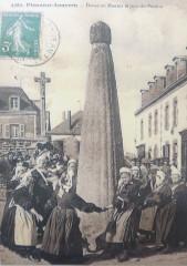 Plonéour-Lanvern Danse au menhir le jour du pardon - Plonéour-Lanvern