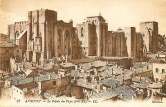 Avignon façade est du palais des papes - Avignon