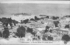 Arcachon-Le Grand Hôtel et la Jetée Thiers-Pb 5 - Arcachon