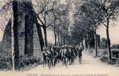 Sénégalais en marche, route de Cannes et Aqueduc - Fréjus