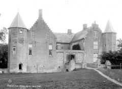 Château - Façade du côté de l'entrée - Steene - Médiathèque de l'architecture et du patrimoine - APMH00004471 - Steene