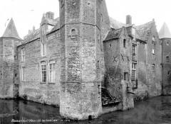 Château - Façade du côté des fossés - Steene - Médiathèque de l'architecture et du patrimoine - APMH00004472 - Steene