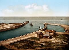 Flickr - …trialsanderrors - The piers, Dieppe, France, ca. 1895 - Dieppe