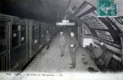 Une Station du Métropolitain - Paris 15e