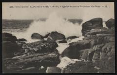 Ploumanach - Effet de vague sur les rochers du Phare - Perros-Guirec