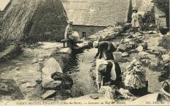 Saint-Michel-en-Grève - Laveuses au bief du moulin - Saint-Michel-en-Grève