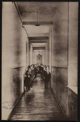Créhen - Pensionnat de l'Immaculée-Conception couloir des classes - Créhen