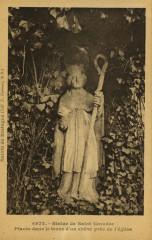Saint-Caradec - Statue de Saint-Caradec dans le tronc d'un chêne - Saint-Caradec