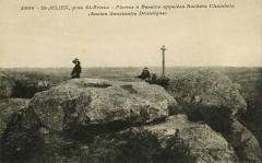 Saint-Julien - Pierres à bassins appelées Rochers Chambrin ancien séminaire druidique - Saint-Julien