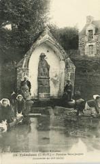 Tréméven - Fontaine Saint-Jacques du XVIe siècle - Tréméven