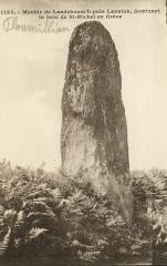 Ploumilliau - Menhir de Landebourc'h dominant la baie - Ploumilliau