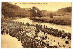 Hautes-Pyrénées Lourdes procession venant de la grotte animé - Lourdes