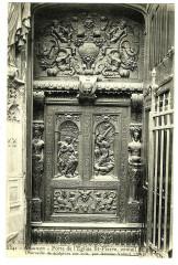 Vaucluse Avignon Porte de l'Eglise Saint-Pierre Ventail de gauche - Avignon