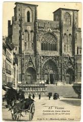 Isère Vienne Cathédrale Saint-Maurice animé calèche - Vienne
