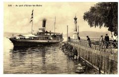Haute-Savoie Evian-les-Bains Au port d'Evian animé bateau - Évian-les-Bains