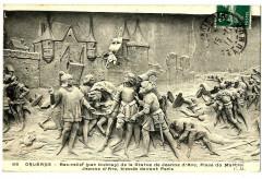 Loiret Orléans Bas relief place du Martroi Jeanne d'Arc blessée - Orléans