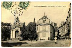 Jura Salins-les-Bains Hôtel des Bains et Fontaine Truchot animé - Salins-les-Bains