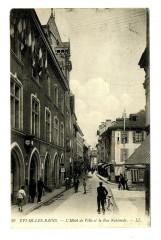 Haute-Savoie Evian-les-Bains L'Hôtel de Ville et Rue Nationale animé - Évian-les-Bains