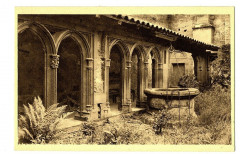 Loire Charlieu Abbaye Bénédictine Cloître du XVème et son puits - Charlieu