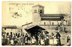 Isère Diémoz Place de l'Eglise animé - Diémoz