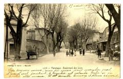 Alpes-de-Haute-Provence Manosque Boulevard des Lices animé - Manosque
