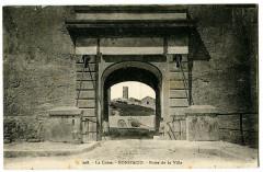Corse du Sud Bonifacio Porte de la Ville animé - Bonifacio